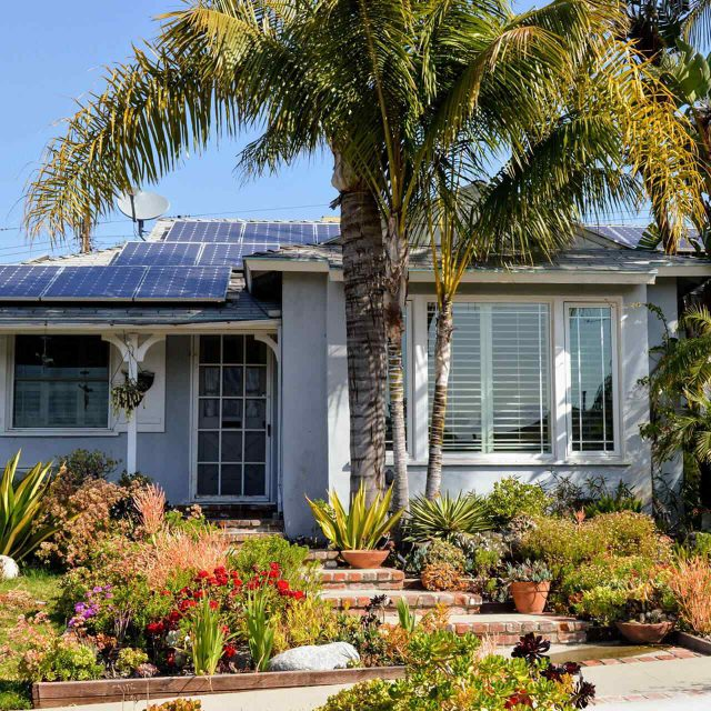 https://solarpanelsmiamiflorida.com/wp-content/uploads/2018/09/gallery_projects_08-640x640.jpg